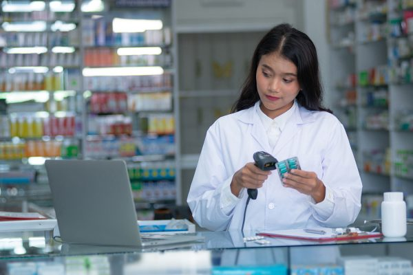 4 Reasons You Should Use a Local Pharmacy
